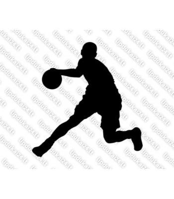 Krepšininkas varosi kamuolį